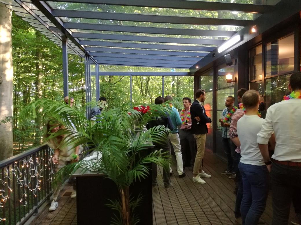 Location salle avec terrasse sous bois