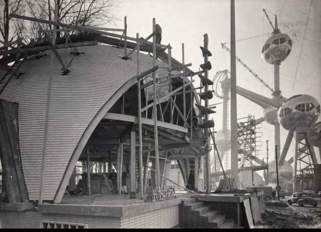 Salon 58 - Pavillon et Atomium en construction en 1958